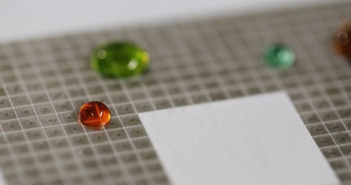 """可移动和合并的""""编程""""水滴可移动和合并的""""编程""""水滴"""
